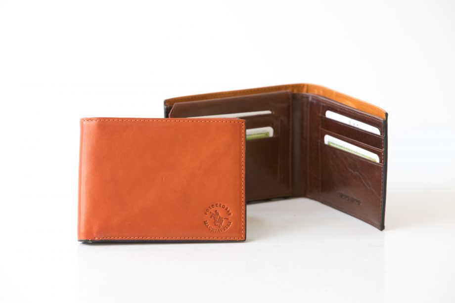 Small leather man wallet with flap